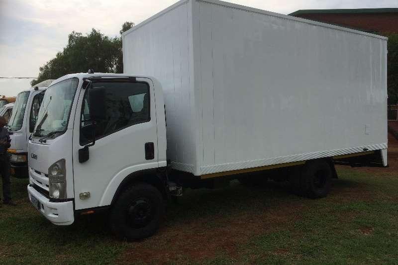 Isuzu Closed body NPR 400 Amt Truck