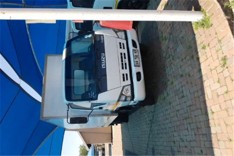 Truck Isuzu Closed Body npr400 2008