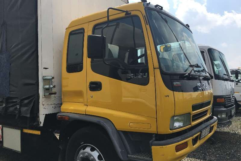 Isuzu Curtain side 2009 Isuzu FTR800 curtainside Truck