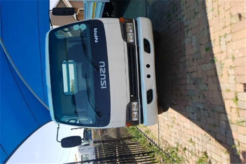 Truck Isuzu Dropside npr400 2005