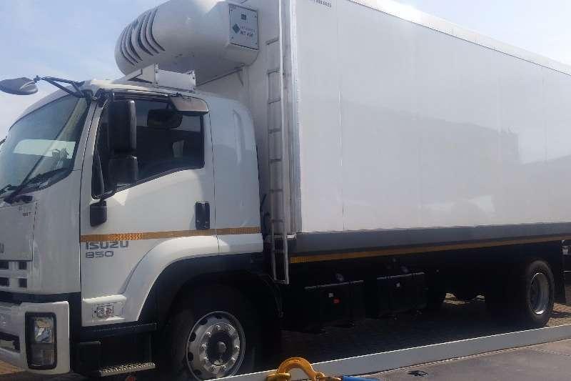 Isuzu Fridge truck FTR 850 AMT Meat Hanger Demo 792 990 Truck