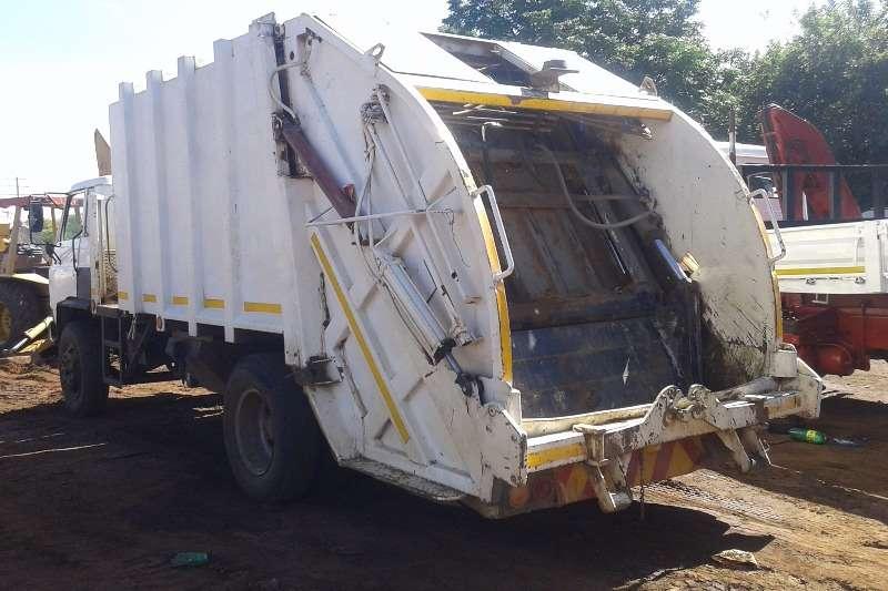 Isuzu Isuzu Trash Compactor Truck