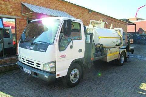 Isuzu NPR400 Freighter- Truck
