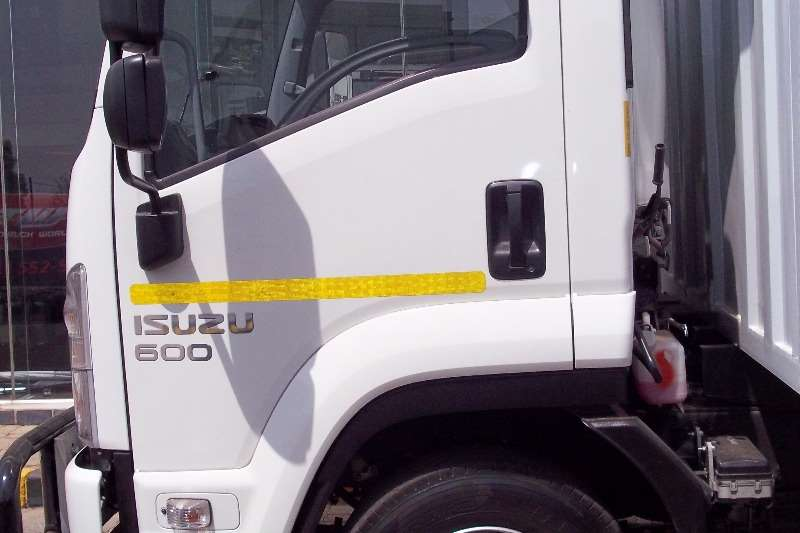 Isuzu Van body FRR 600 Truck