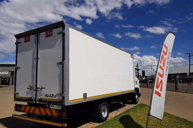 Isuzu Van body FRR550 Semi Insulated Van Body Truck