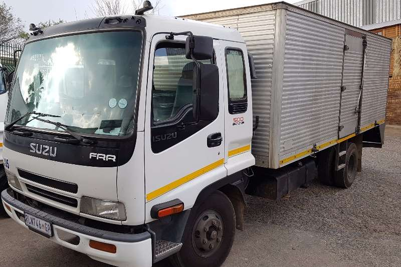Truck Isuzu Volume Body FRR500 2004