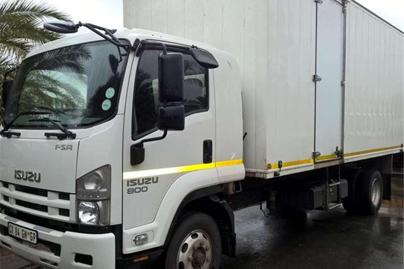 Truck Isuzu Volume Body FSR800 8 TON 2014