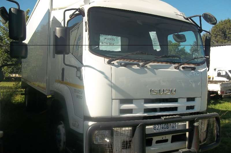 Isuzu Volume body FTR 850 Truck