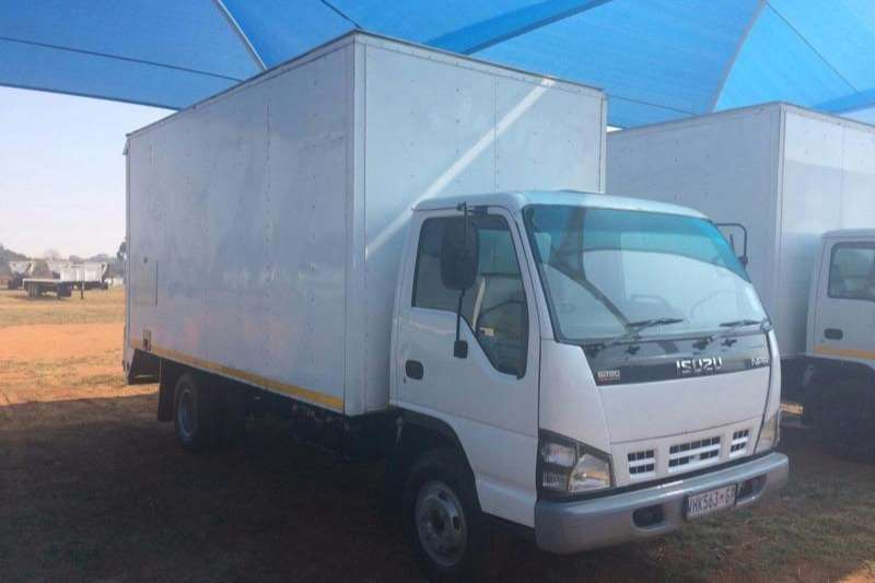 Isuzu Volume body NPR 400 Truck