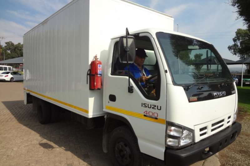 Truck Isuzu Volume Body NPR400 with Volume Van Body 2008