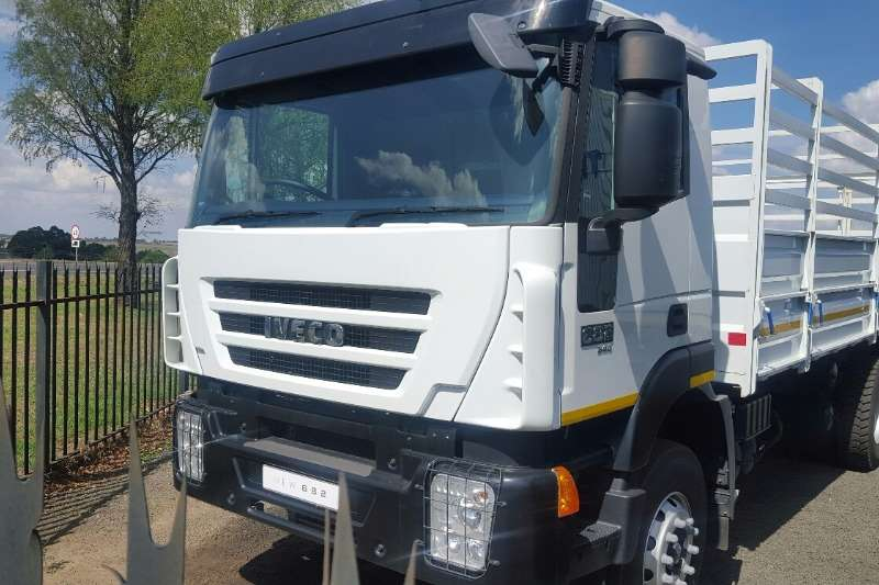 Truck Iveco Cattle Body 682 2017