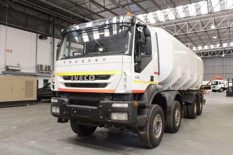 Iveco Water tanker Trakker 420 8x4 25000L Truck