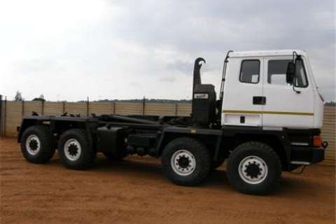Leyland-DAF 8x6 Truck Hooklift Loadbody Truck