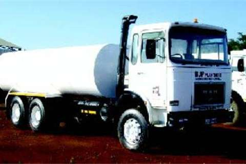 Truck MAN 30.300 Fitted with 16 00L water tank- 1985