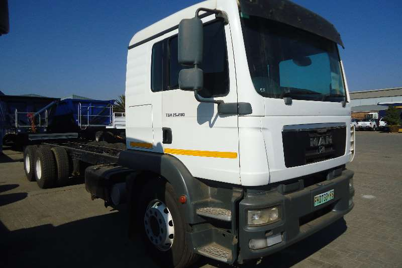 MAN Chassis cab 25.280 C/C TAG AXLE 12 TON Truck