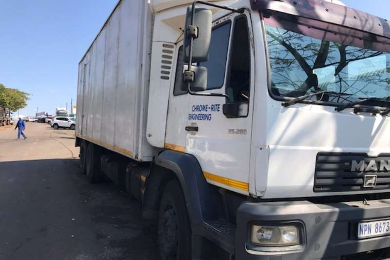 MAN Closed body LE25.280 Truck