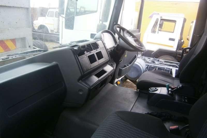 MAN Curtain side 25-280 Truck