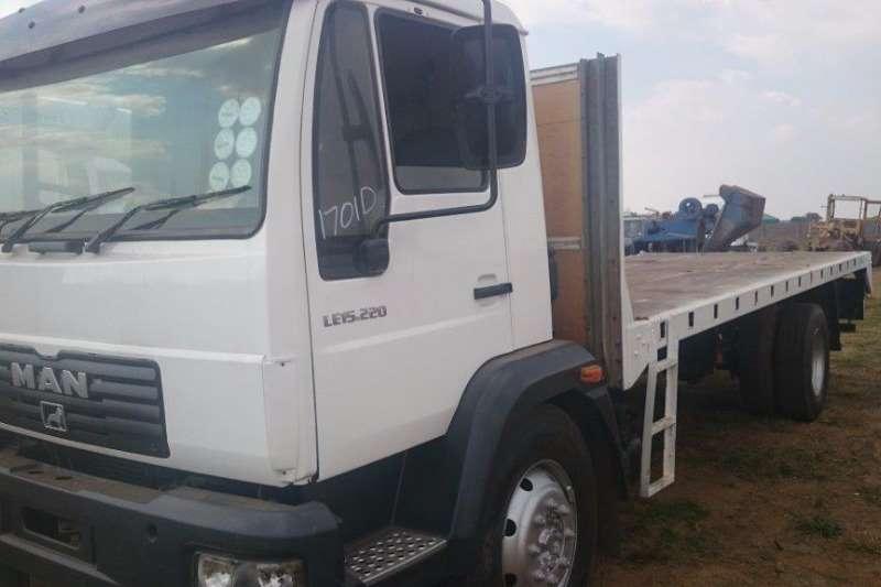 MAN Flat deck LE 15.220 Truck