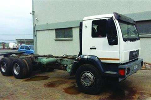 Truck MAN M2000 (26-284K)- 2002