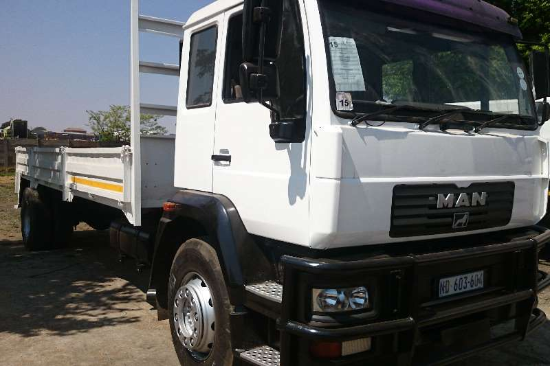 MAN MAN LE18.220 With dropsides Truck