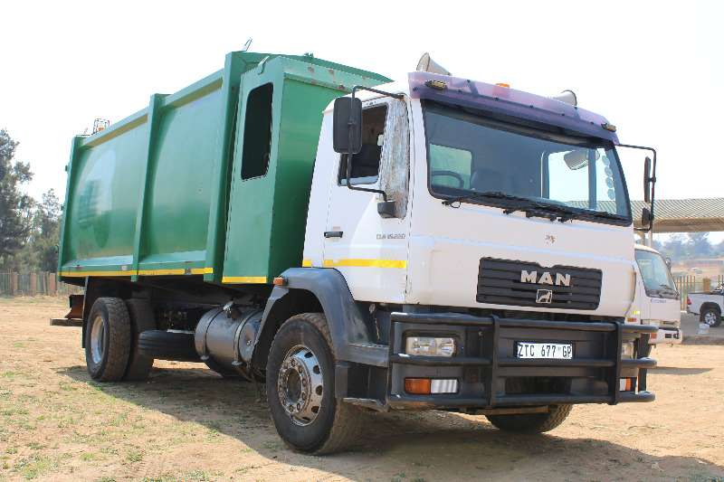 Truck MAN Refuse Disposal MAN CLA 15220 refuse truck 0