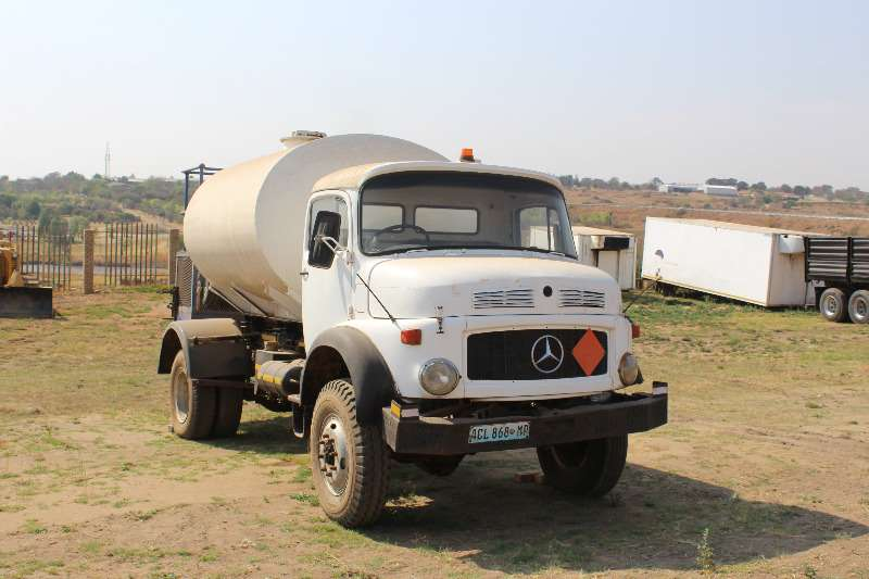 Truck Mercedes Benz Bullnose Mercedes Benz Bull nose 4x4 diesel Bowser (no pape 0