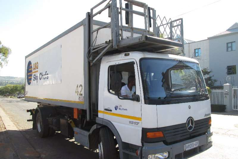 Truck Mercedes Benz Closed Body 1317 2001