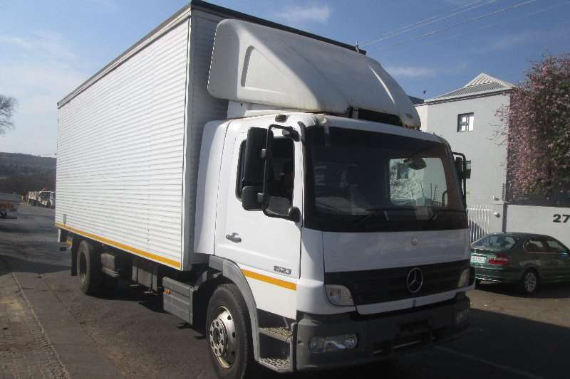 Truck Mercedes Benz Closed Body 1523 2008