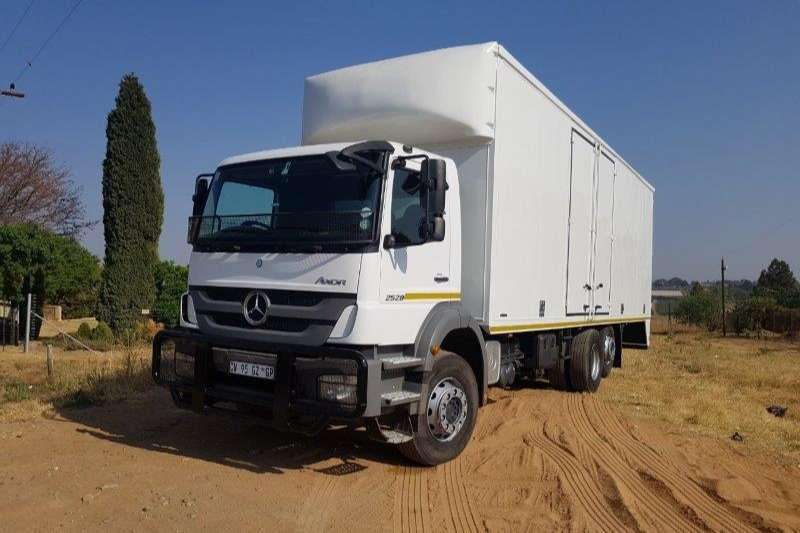 Mercedes Benz Closed body Axor 2528 Truck