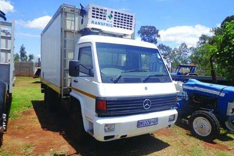 Mercedes Benz Closed body MB 800 4 Ton Refrigeratio Truck