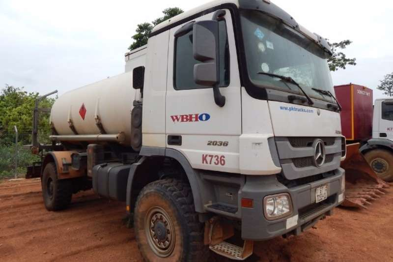 Mercedes Benz Diesel tanker Mercedes Benz Actros 2036 4x4 with Ravasini 9,500 Truck