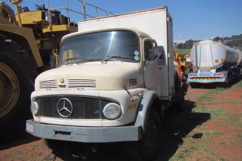Truck Mercedes Benz Diesel Tanker MERCEDES-BENZ BULLNOSE 4,000LT DIESEL TANKER 0