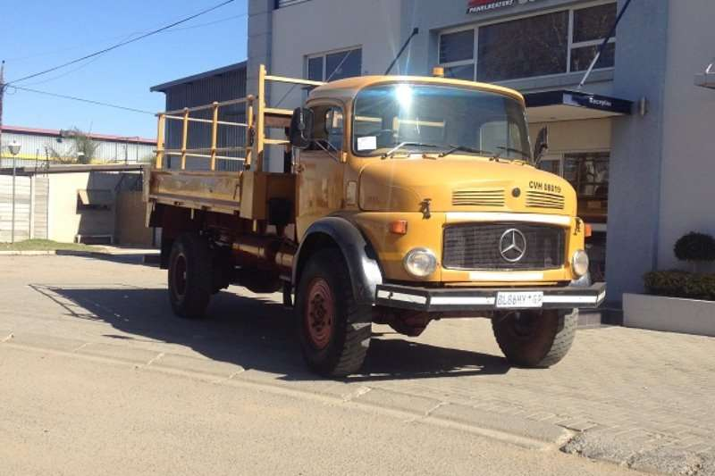 Truck Mercedes Benz Dropside Mercedes-Benz 1113 Stripping for Spares 1987