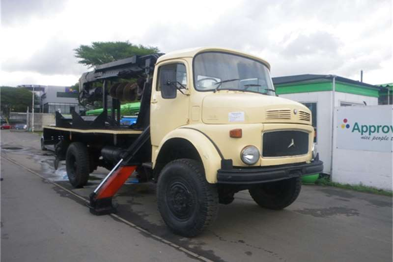 Truck Mercedes Benz Dropside WITH AUGER WORKING DRILL 1989