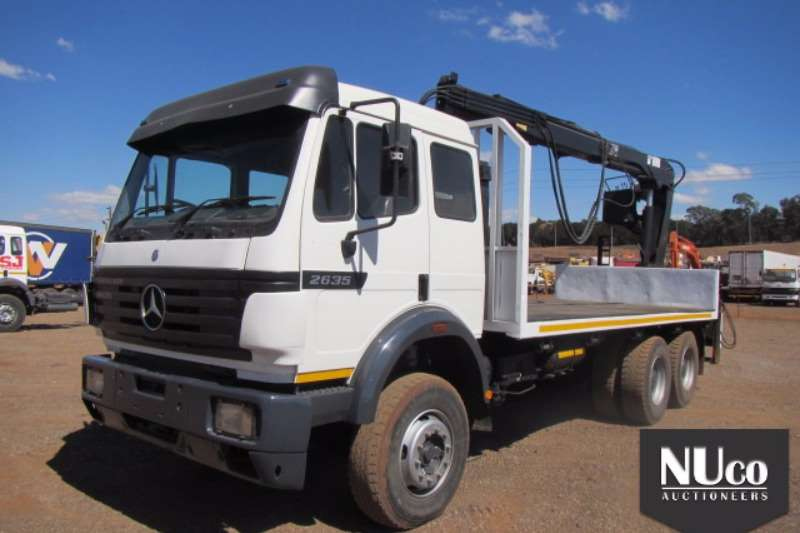 Mercedes Benz Flat deck MERCEDES BENZ 2635 FLAT DECK WITH BRICK GRAB Truck