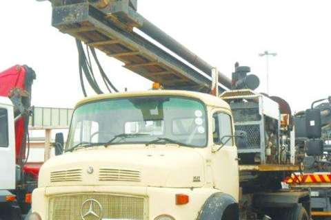 Mercedes Benz Other 1517-Drill Rig Smith Cap Truck