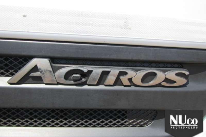 Mercedes Benz Water tanker MERCEDES BENZ 3331 WATER TANKER Truck