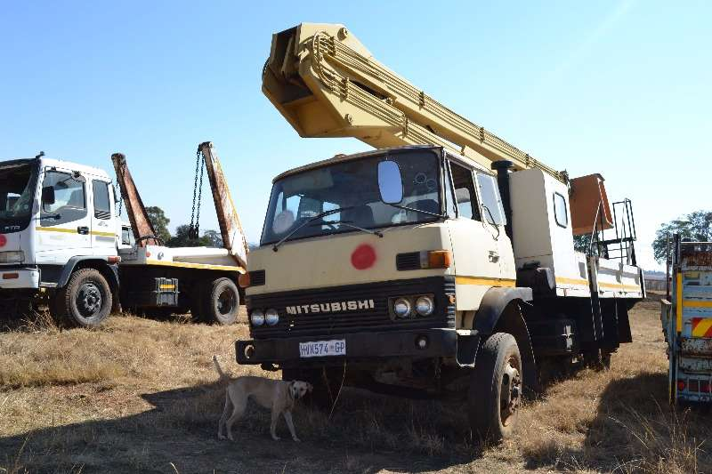 Mitsubishi Cherry picker Truck