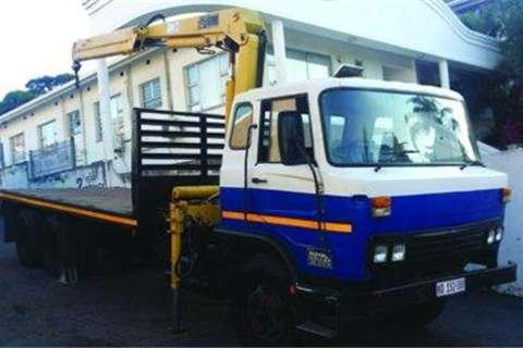 Mitsubishi Double Axle Flatdeck- Truck