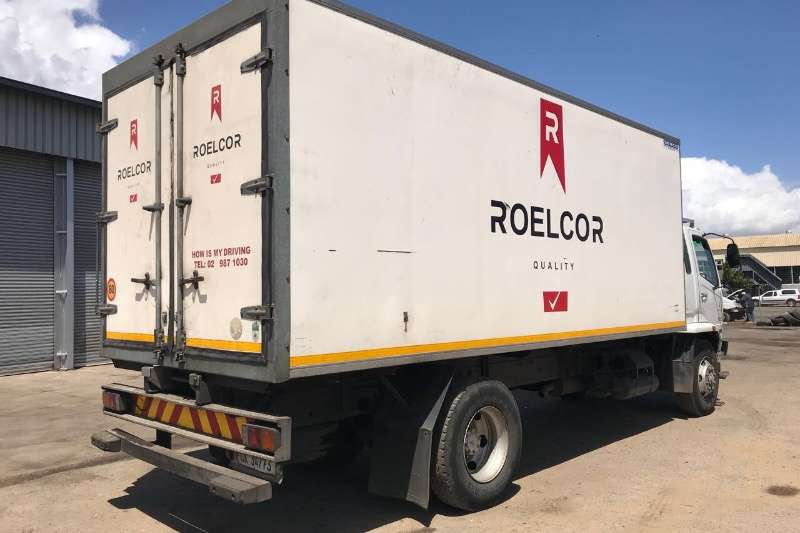Mitsubishi Fridge truck FUSO 14.213 REEFER WITH MEAT HOOKS Truck