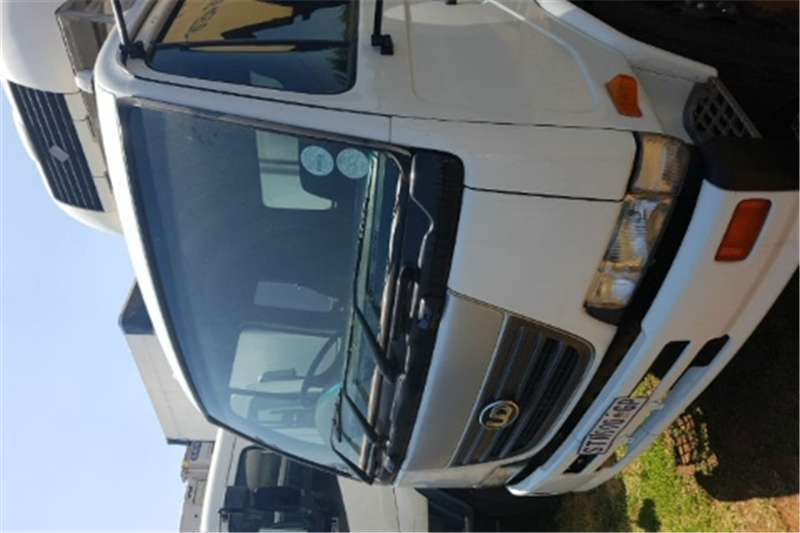 Truck Nissan Cabstar Curtain Side UD90 2005
