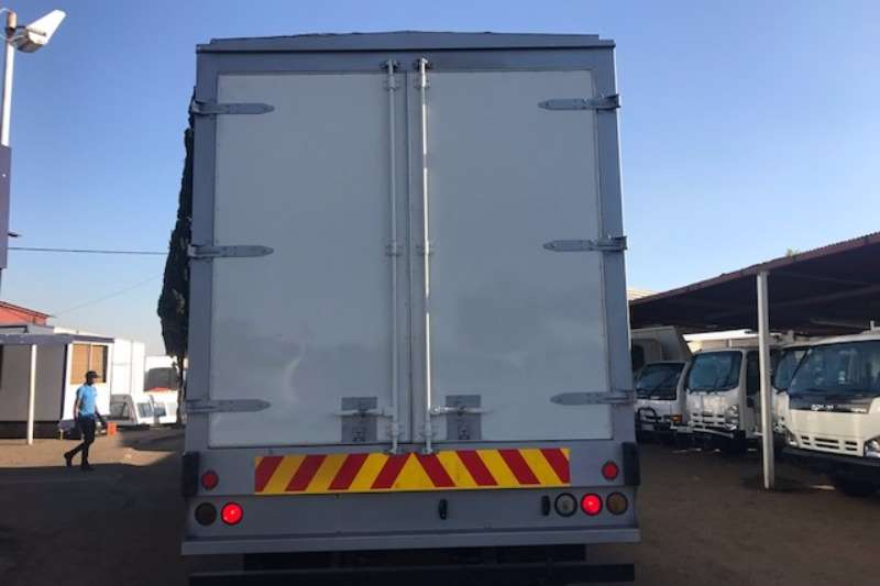 Nissan Chassis cab UD90 TAG AXLE Truck