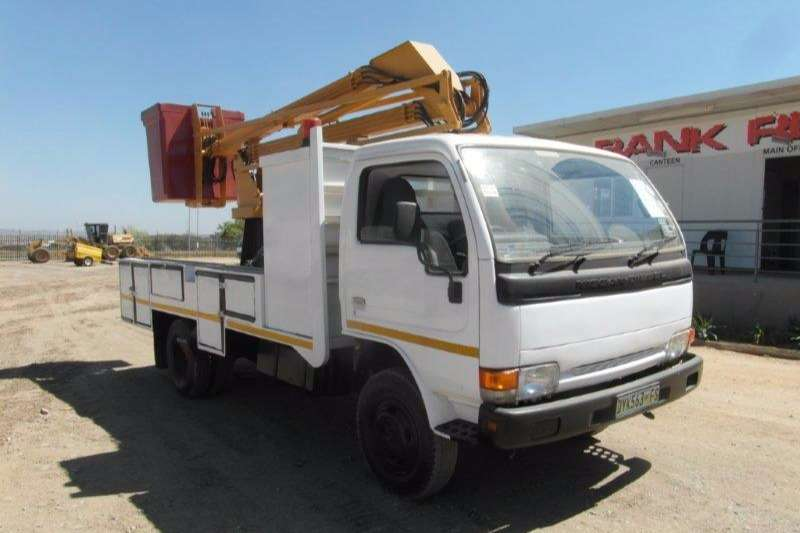 Truck Nissan Cherry Picker Diesel With Cherry Picker 1999