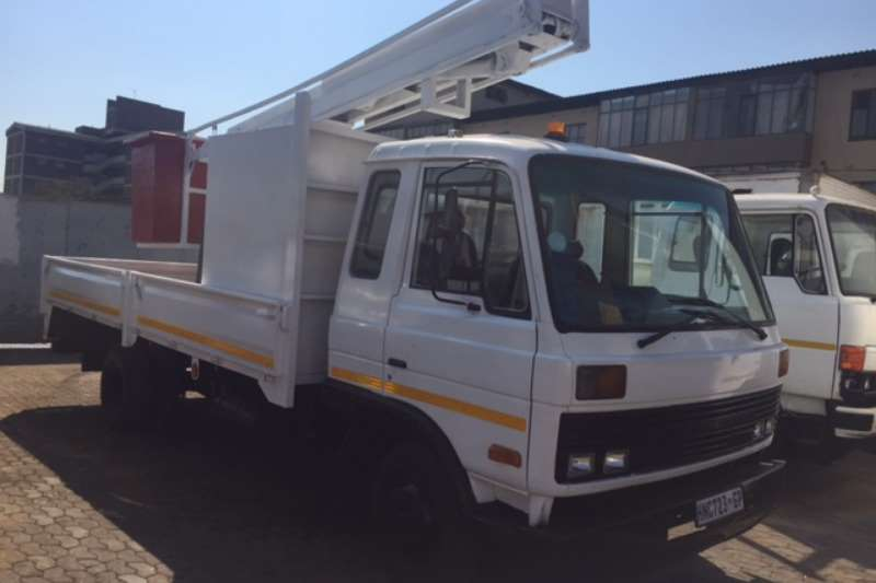 Nissan Cherry picker Nissan CM 10 Cherry Picker Truck