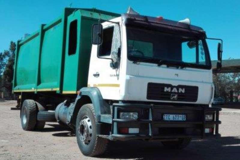Nissan Crane truck NISSAN DROPSIDE WITH CRANE TRUCK Truck