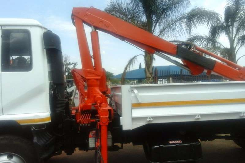Nissan Crane truck UD 80 WITH 6 TON FASSI CRANE FOR SALE Truck