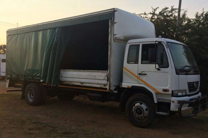 Nissan Curtain side Curtainside or Dropsides Truck