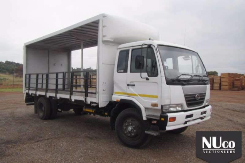 Nissan Curtain side NISSAN UD80 TAUTINER Truck