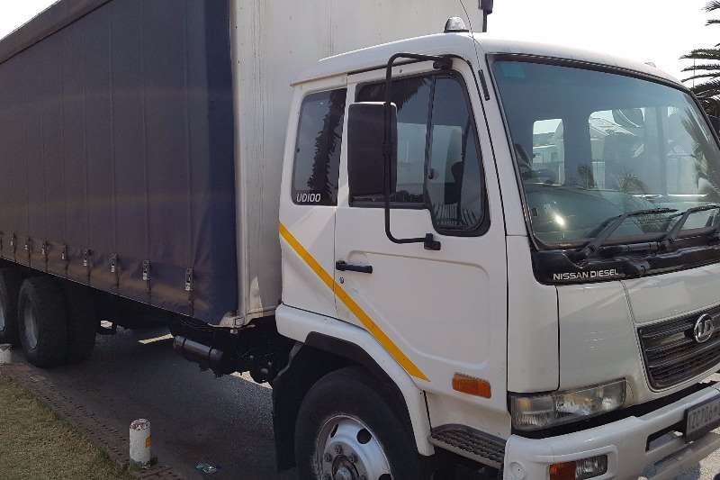 Nissan Curtain side UD100 Truck