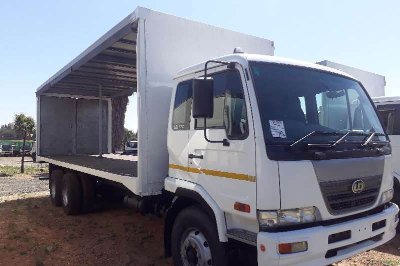 Nissan Curtain side UD100 6x2 Curtain Side Truck